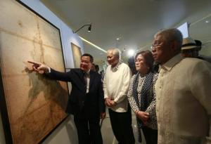 Philippines' Supreme Court associate justice Antonio Carpio (L) gestures to an ancient map on display while Philippines' Foreign Secretary Albert Del Rosario (2nd L), Justice Secretary Leila De Lima  Credit: REUTERS/Romeo Ranoco