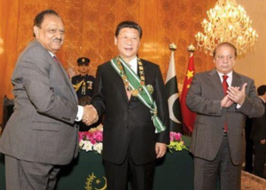 Pakistani President shakes hands with Chnese President Xi Jinping