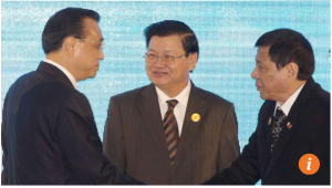 Premier Li Keqiang shakes hands with Philippine President Rodrigo Duterte, right, as Laos' Prime Minister Thongloun Sisoulith, watches during the 19th Asean-China summit, in Vientiane, Laos, on September 7. Photo: AP
